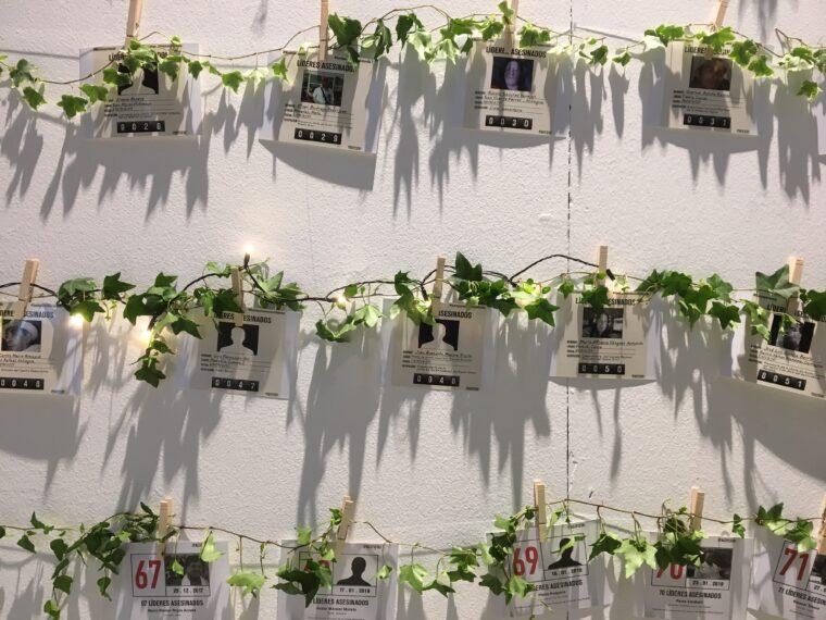 Utställning på MR-dagarna 2018 för att hedra och påminna om människor som mördats i den colombianska väpnade konflikten.